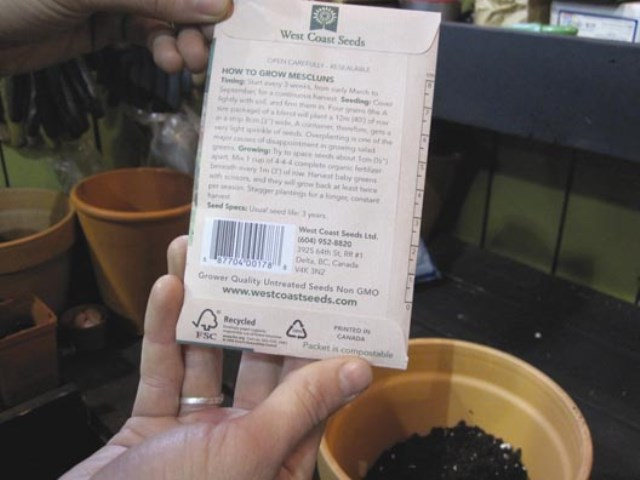 2.Read the back of the seed packet carefully.