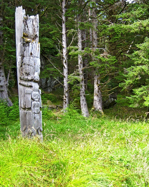 Grave yard totem in Gwaii Haanas at the UNESCO World Heritage Site Photo: ahzut, Creative Commons, Flickr
