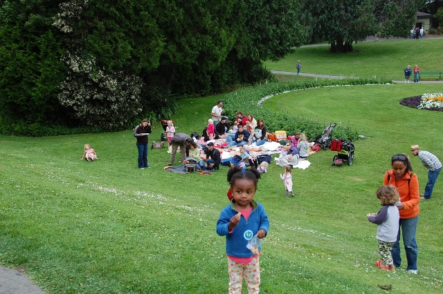 Families join together for huge picnic on a lawn. Photo: Kazbad, Creative Commons, Flickr