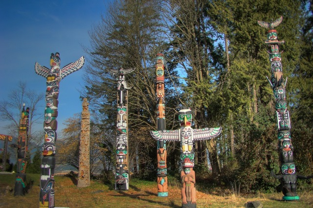 Totem poles in Stanley Park, 2009 Photo: Sonson, Flickr