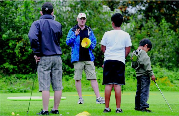 Alan Travelbea coaches First Tee participants. Photo: Jason Payne, PNG, Vancouver Sun