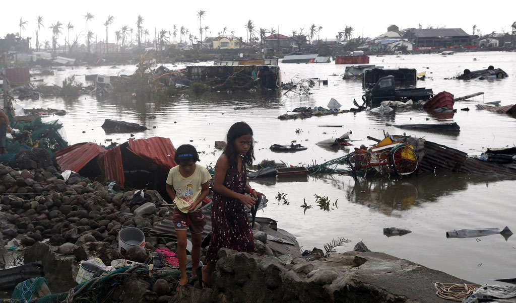 The river is full of debris after Typhoon Haiyan. PHOTOS: MANSUNIDES / CC,FLICKR