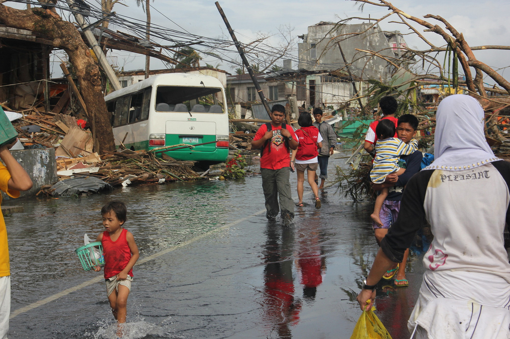 People wander the streets in Tacloban, Philippines. PHOTO: NOVE FOTO DA FIRENZE