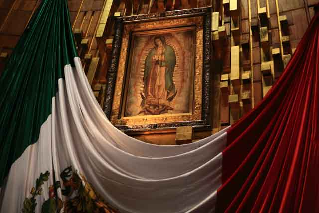 4557429589_065c3025fa_o-the-virgin-in-the-basilica-w