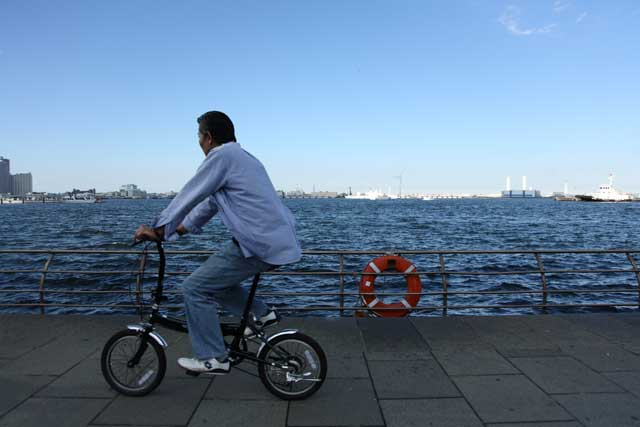 cycling-by-the-water-w