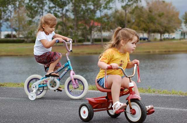 kids-on-bikes-w