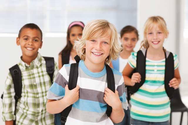Children wearing backpacks / iStockphoto