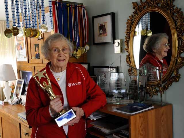 Olga Kotelko holds a trophy. / (Photo: Arlen Redekop / The Vancouver Sun)