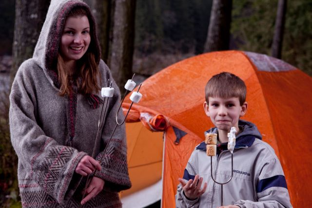 camping-trip-family-marshmallows
