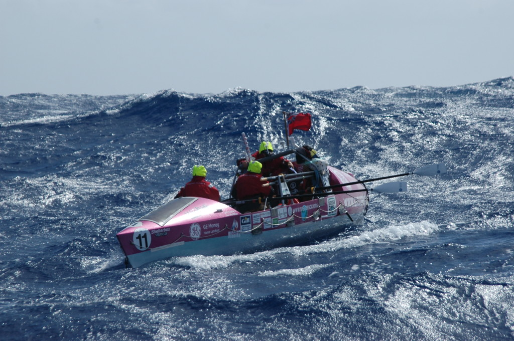 PHOTO - OCEANUS ROWERS The waves are big. The boat is small