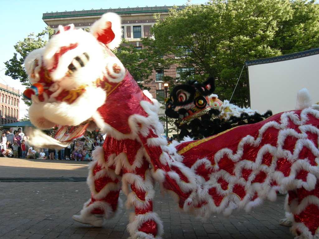 The dragon in the Seattle parade PHOTO – Wikimedia commons /Jmabel