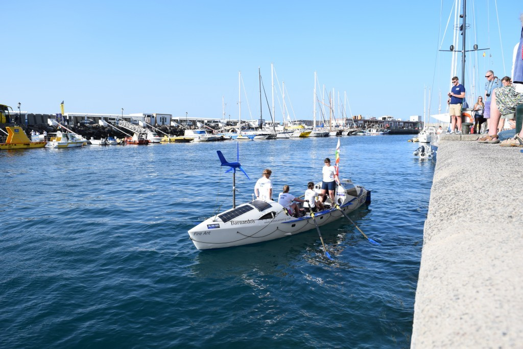 PHOTO - OCEANUS ROWERS They started on a sunny day.