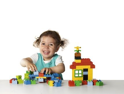 lego-duplo-child-playing